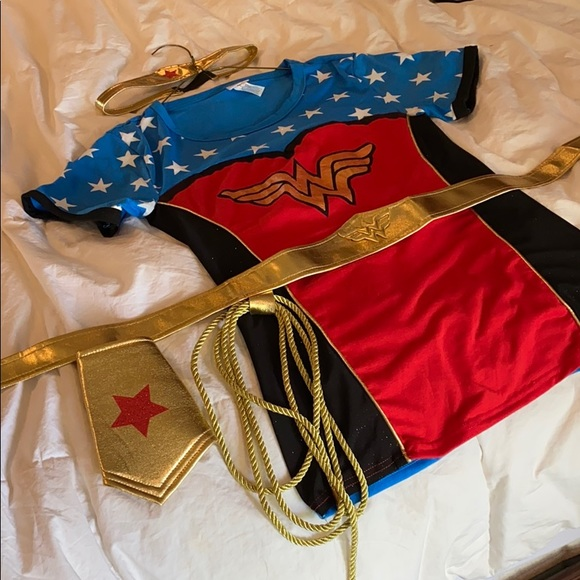 DC Comics Other - Wonder Woman shirt, belt, arm pieces, head band